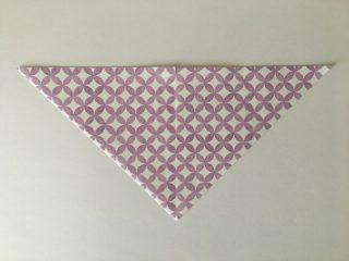三角に折った折り紙