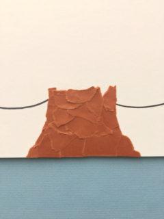 折り紙をちぎって桜の幹を作っていく