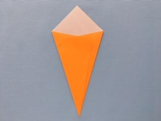折り紙を反対側も折って重ねる