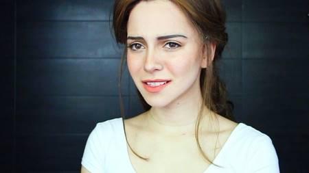 99 3 Hebat dalam Menggunakan Make Up, Cewek ini Bisa Tiru Tokoh Film Apapun. Kamu Mau Liat
