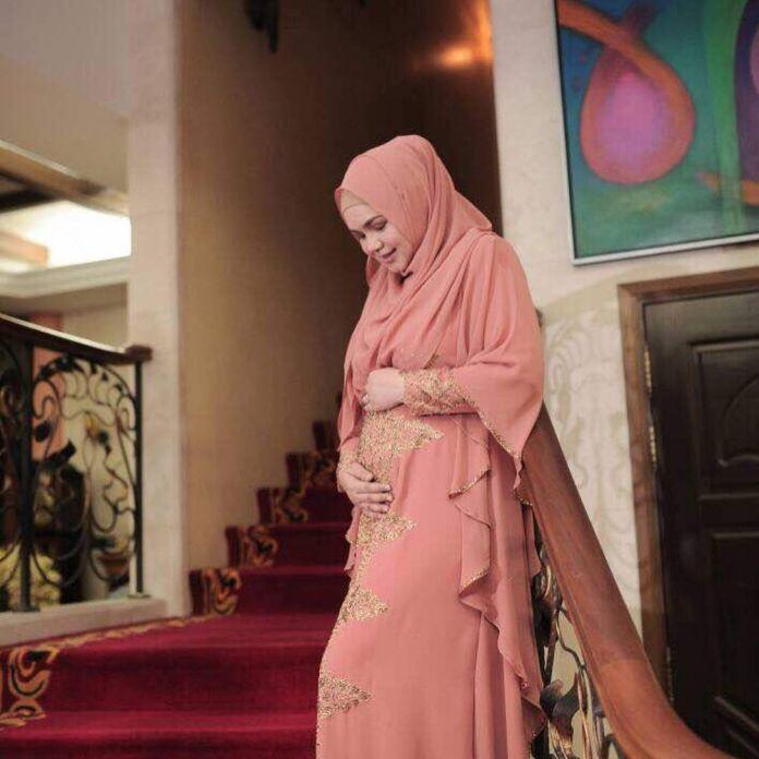 1 33 Katanya Lagi Hamil, Seperti ini nih 7 Penampilan Terbaru Siti Nurhaliza. Mau liat