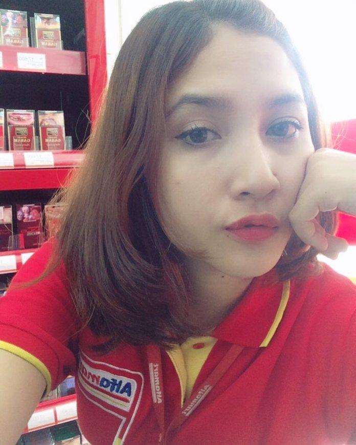 19986053 324245201366099 8537665067640946688 n Wajahnya Cantik Seperti Model, Kasir Mini Market ini Jadi Viral, Lihat nih foto fotonya