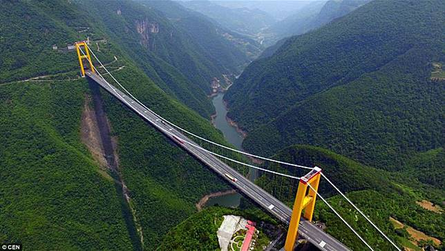 2 12 10 Jembatan ini Bikin Kamu deg degkan Melewatinya, Seram Abis!