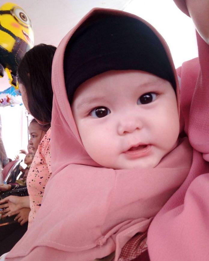2 49 Naura Alaydrus, Bayi 1 Tahun yang Hits Karena Hijabnya, Seperti ini 12 Potret Lucunya, Gemesin Banget