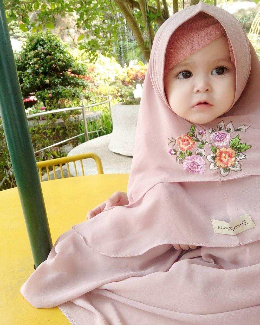 3 49 Naura Alaydrus, Bayi 1 Tahun yang Hits Karena Hijabnya, Seperti ini 12 Potret Lucunya, Gemesin Banget