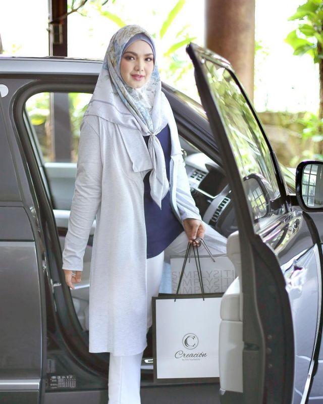 4 34 Katanya Lagi Hamil, Seperti ini nih 7 Penampilan Terbaru Siti Nurhaliza. Mau liat