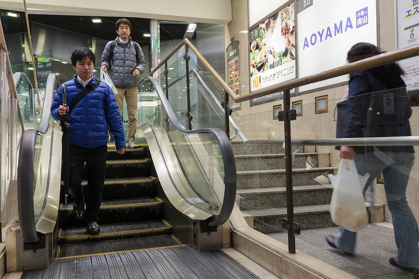 7 28 Ada yang Panjangnya 1 Km, Ini nih 8 Eskalator Paling Unik di Dunia. Pasti Kamu Belum pernah Lihat