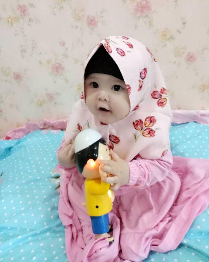 9 30 Naura Alaydrus, Bayi 1 Tahun yang Hits Karena Hijabnya, Seperti ini 12 Potret Lucunya, Gemesin Banget