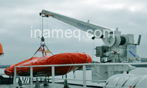 Alat keselamatan dewi-dewi (davits) di kapal