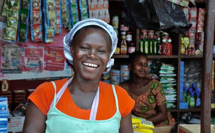 Echanges entre les revendeuses des marchés et l'INAM sur le bien-fondé d'une couverture sanitaire.
