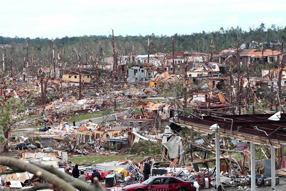 https://i1.wp.com/inapcache.boston.com/universal/site_graphics/blogs/bigpicture/tornado_042711/bp6.jpg