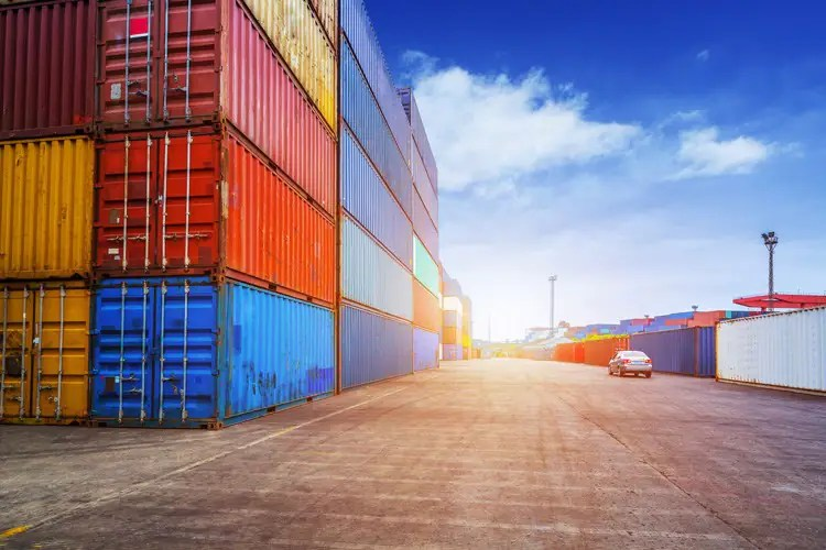 Containers and Virtual Machines – Similar yet Unique!