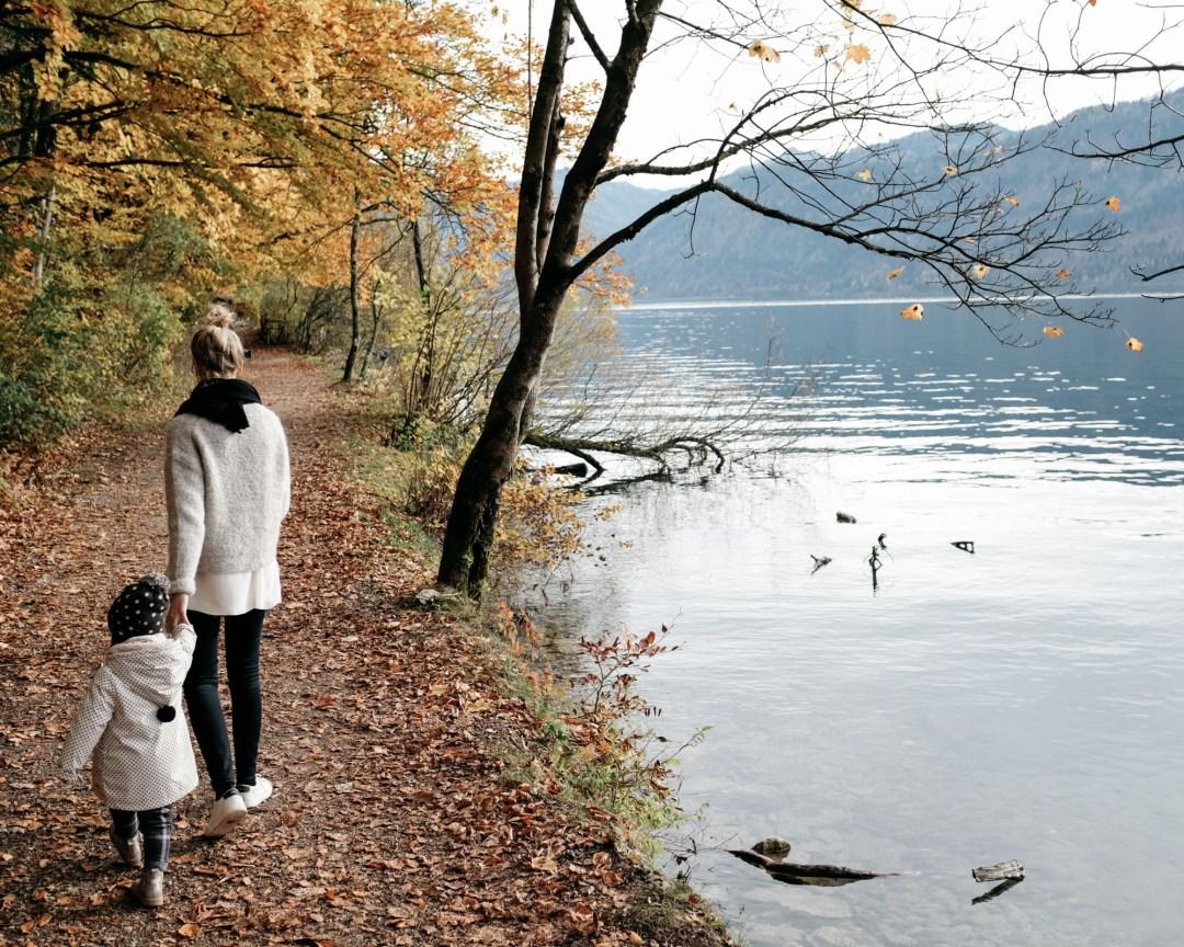 DSCF0506.mutterundtochter motheranddaughter herbstspaziergang autumnwalk amsee