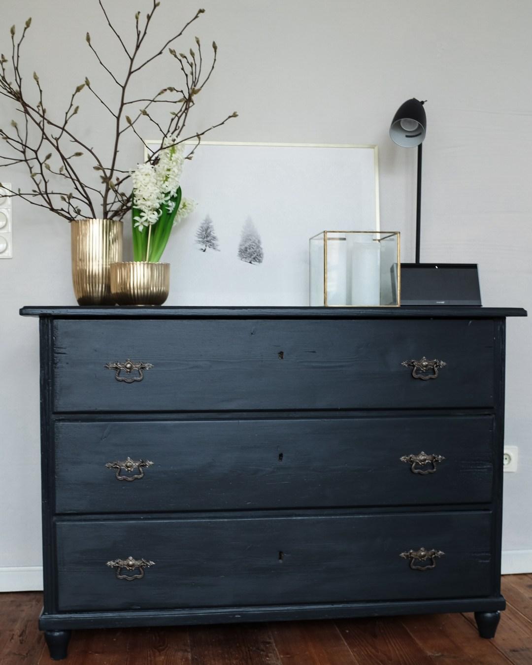 eine alte kommode mit neuem anstrich und ein rezept f r eine k stliche zitronentarte inastil. Black Bedroom Furniture Sets. Home Design Ideas