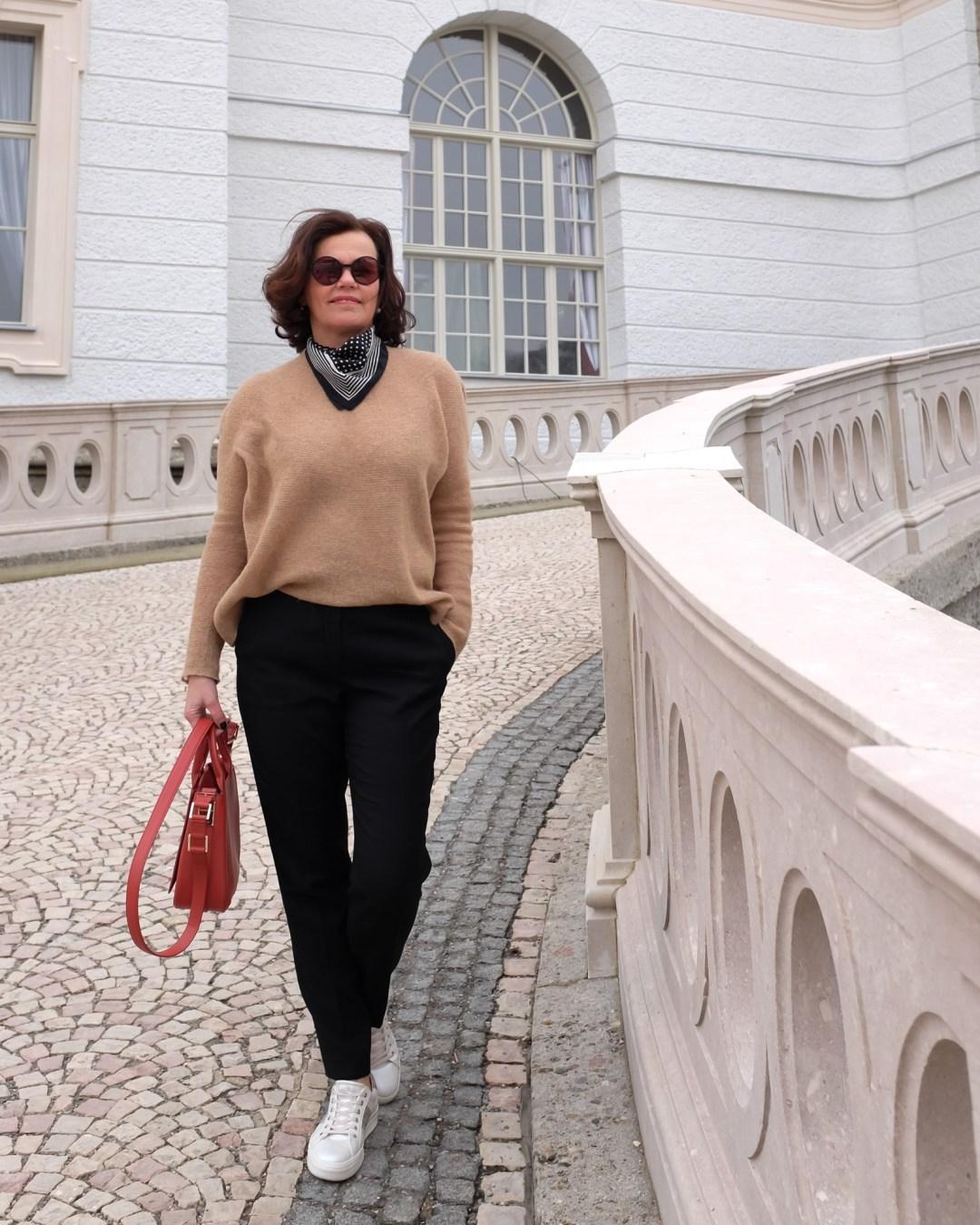 inastil, Ü50Blogger, Modeberatung, Stilberatung, Ü50Mode, Styleover50, Cabanjacke, Aignertasche, weisse Sneaker, Casualstyle, Streetstyle-11