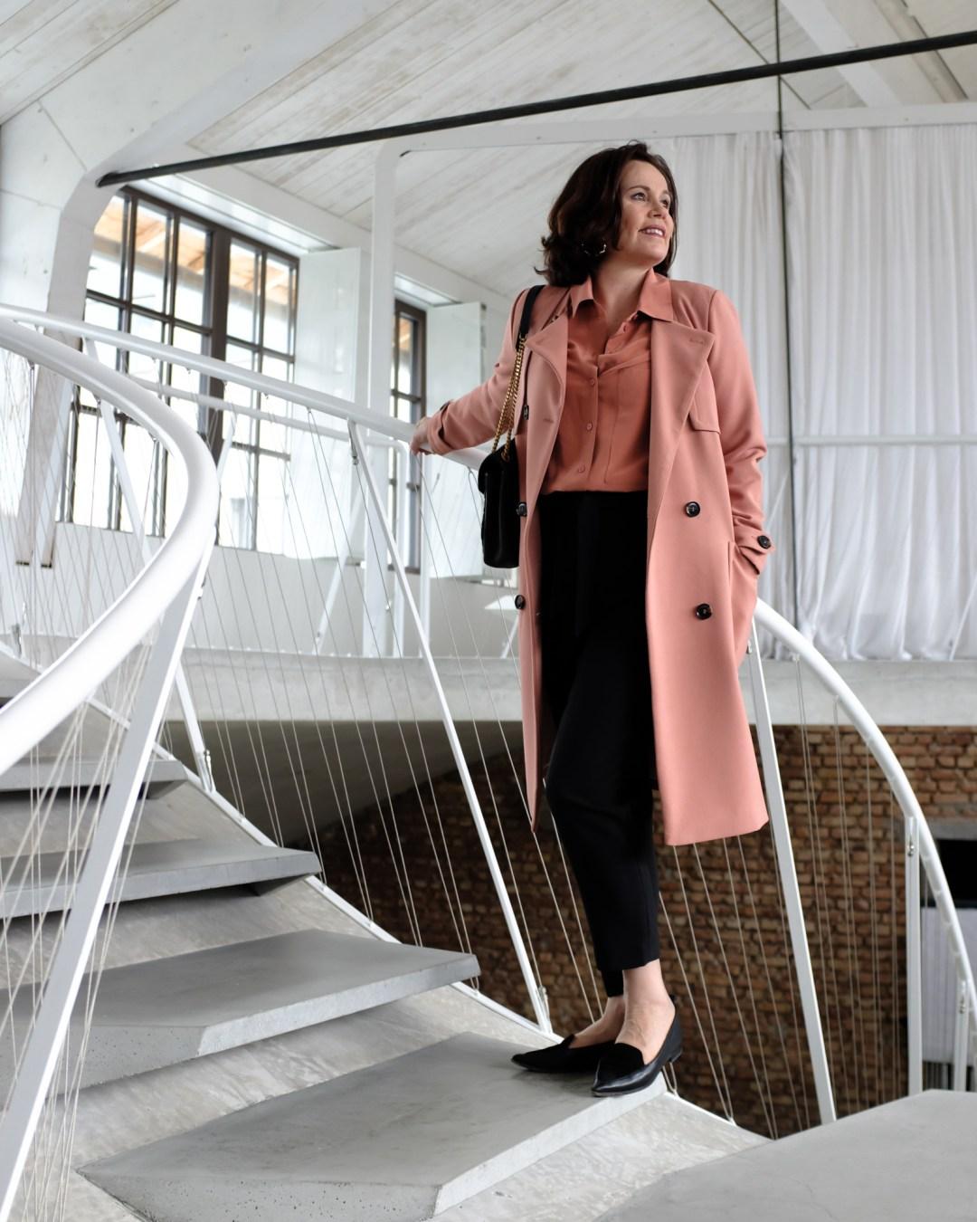 inastil, Trenchcoat, Springcoat, Frühjahrsmode, Stilberatung, Ü50Mode, Modeberatung, Frühlingsfarben, Modeblogger