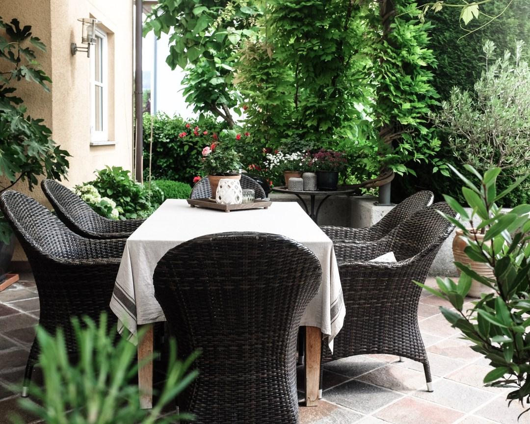 inastil, Ü50Blogger, mein schöner Garten, Sommergarten, Grillen, bestes Grillhähnchen, Sommertisch, toskanisches Platthuhn Rezept, outdoorliving, Rosen, Gartenblicke-17
