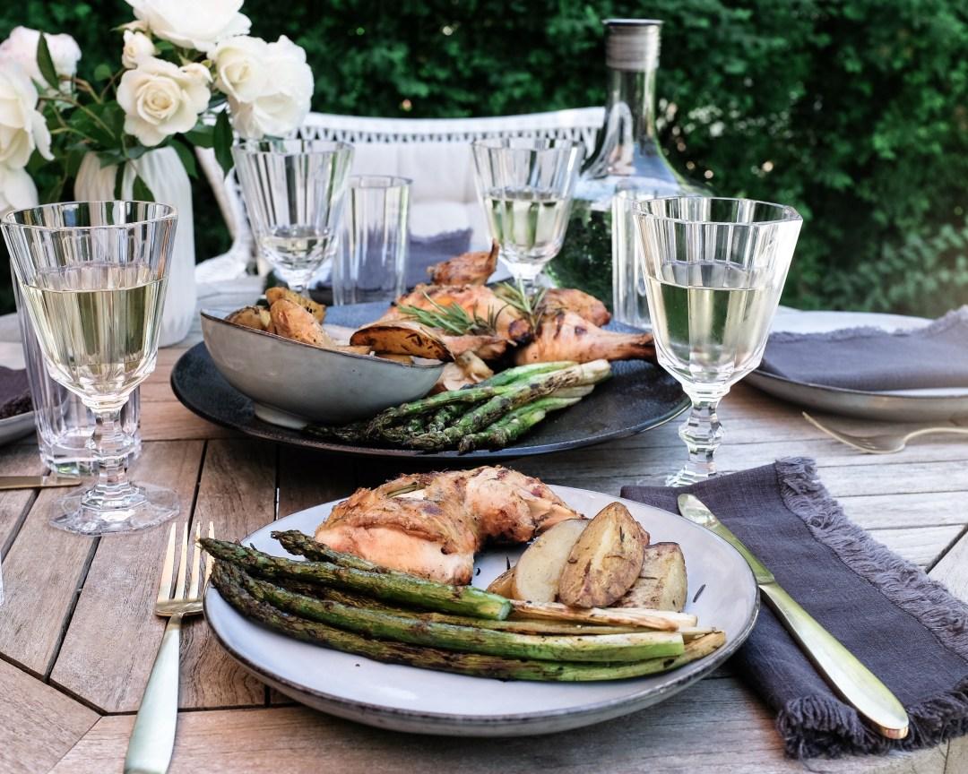inastil, Ü50Blogger, mein schöner Garten, Sommergarten, Grillen, bestes Grillhähnchen, Sommertisch, toskanisches Platthuhn Rezept, outdoorliving, Rosen, Gartenblicke