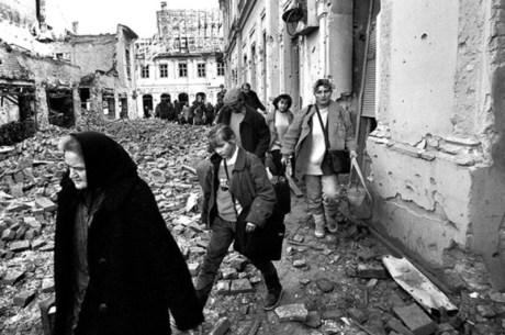 Croats expelled from Vukovar Nov 1991