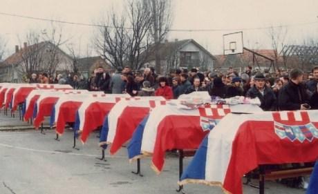 Croatia Slavonski Brod 1992 funeral of killed children photo: Udruga Travnik
