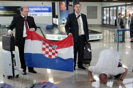 Dario Kordic kisses Croatian ground 6 June 2014 (Photo: PIXSELL)