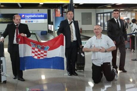 Dario Kordic kneels to Croatian ground Zagreb 6 June 2014 (Photo: PIXSELL)