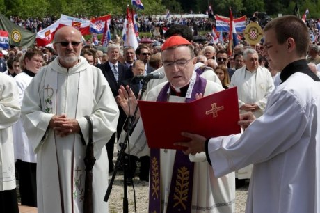 Centre: Cardinal JOsip Bozanic at Bleiburg 16 May 2015 Photo: Zarko Basic/Pixsell