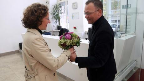 Nina Obuljen new culture minister receives a bouquet of flowers from former culture minister Zlatko Hasanbegovic Photo: HINA