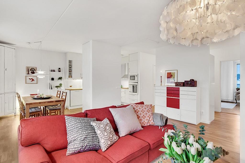 Homestyling av vardagsrum inför försäljning i samarbete med Skapa Inredning. Sickla Alle 11, Stockholm. Vi hjälper dig skapa stämningsfulla rum för att hitta rätt köpare till dig. Och önskar du själv hjälp med inredning till nytt nya boende så ordnar vi det också!