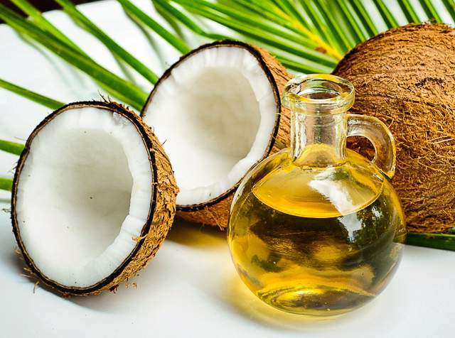 Coconut oil as an eye make up remover