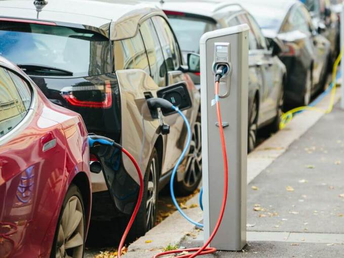 50 Electric Vehicle Charging Stations To Be Set Up By The Andhra Pradesh Govt.-electric vehicles-charging stations-batteries-investment