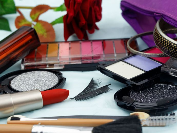 After DCGI Rap, Ecommerce Cos Commit To Prevent Sale Of Fake Cosmetics