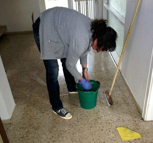Incapacidad permanente total a empleada de hogar por lumbalgia