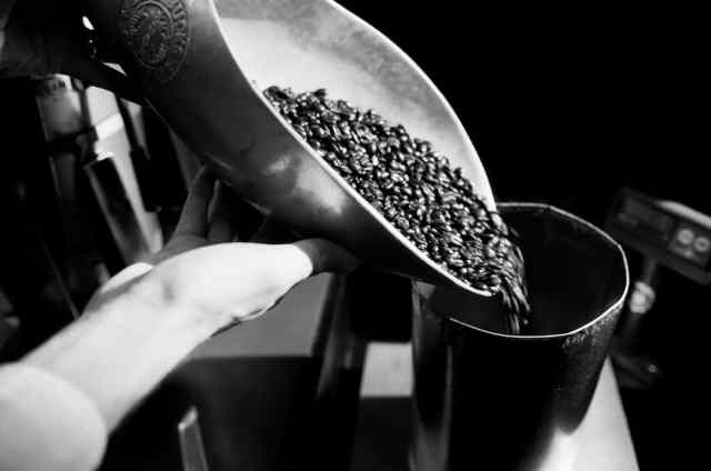starbucks_coffee__whole_bean_pour_grinder_bw
