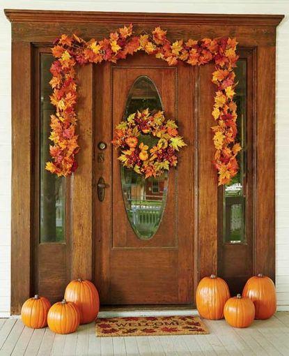 Decoratiuni de toamna pentru usa din frunze si dovleci