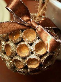 Decorațiuni de Crăciun din capace de ghinde