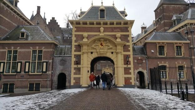 Binnenhof Poort bij het Mauritshuis