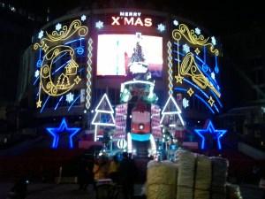 Un centro comercial me desea Merry Christmas