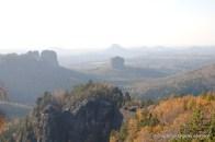 Blick zum Falkenstein und der Schrammsteinkette