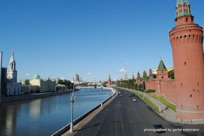 Moskwa und Kremlmauer