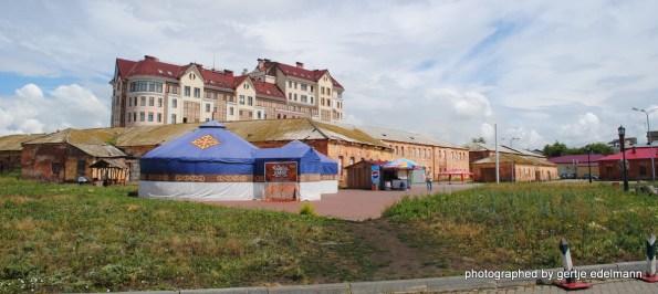 Festung mit Neubau und Jurte