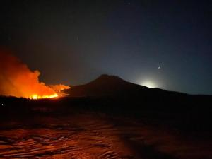 Photo of fire on Mt Shasta with the moon and Jupiter