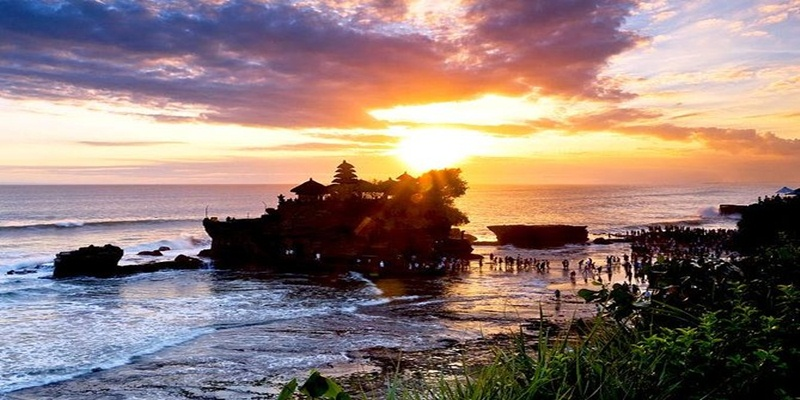 Ulun Danu and Tanah Lot Temple Tour