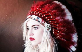 Christina-Fallin-Native-American-Headdress-Photo-Criticized-As-Insensitive-607x385