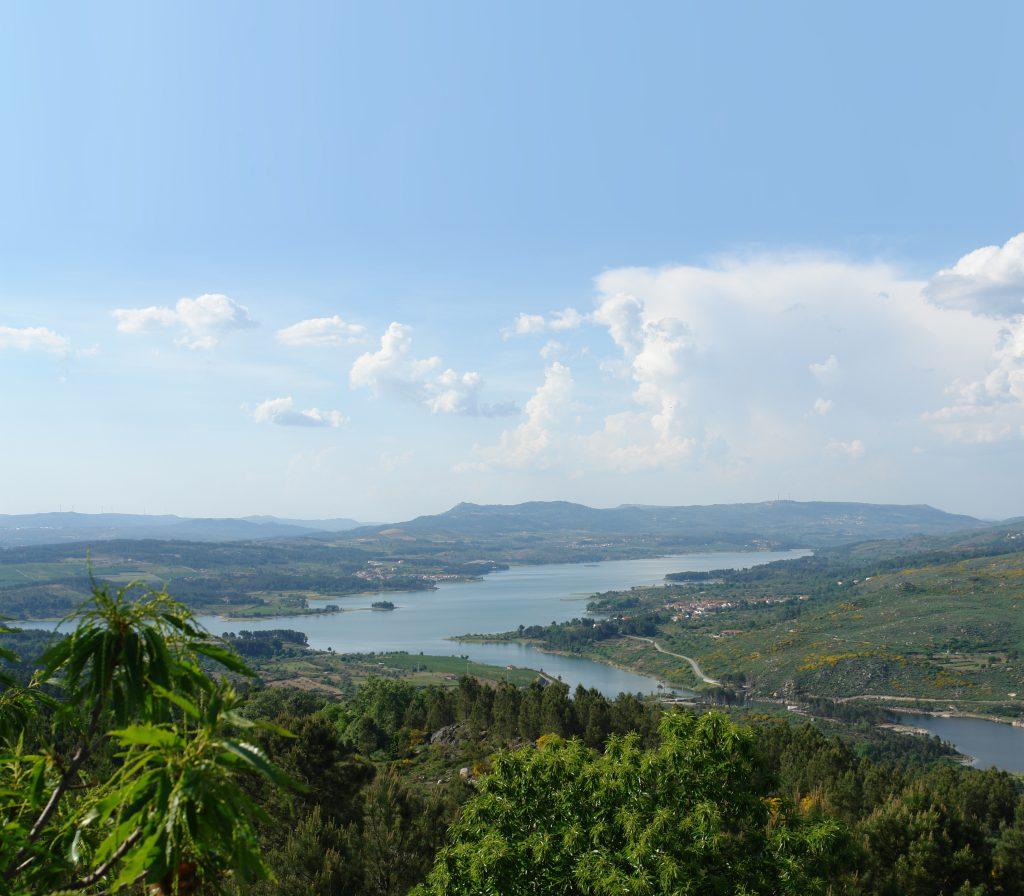 Vista para o rio Távora em Sernancelhe, ponto de paragem do Caminho de Santiago