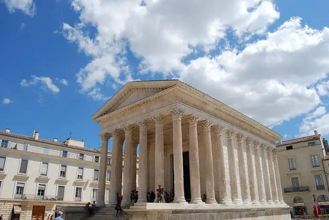 Nîmes : promenades dans la ville (meilleurs itinéraires)