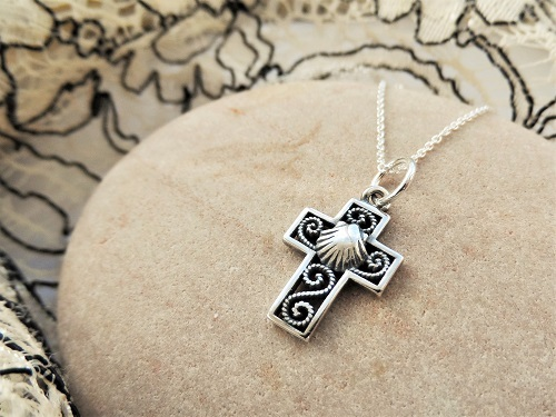 Filigree cross with scallop shell silver
