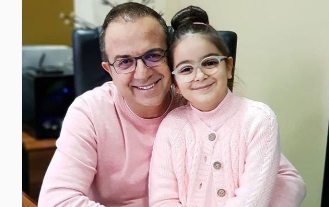 Ardit Gjebrea prezanton të bijen e tij (Foto) - Indeksonline.net