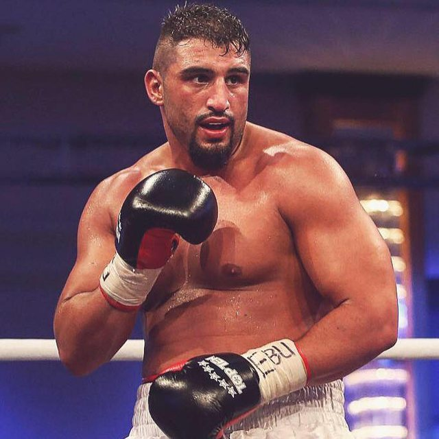 """640-0-5b9e6f8f97b72 Kampioni ndërkombëtar i boksit """"çmendet"""" pas Encës, publikohen mesazhet"""