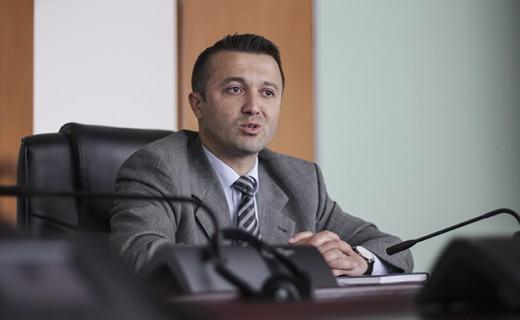 Veton Berisha, e sheh me qasje raciste dënimin e deputetit ...